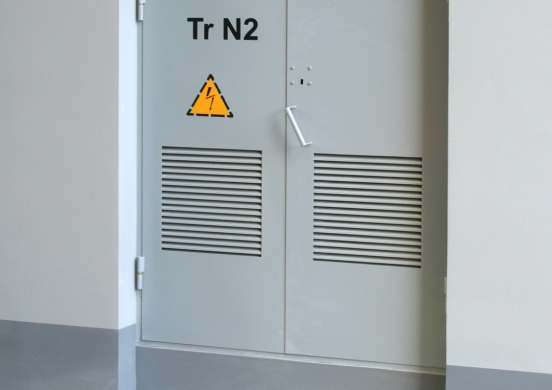 дверь техническая стальная с вентиляционной решеткой
